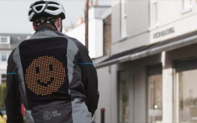 Emojis en la calzada: una chaqueta para que los ciclistas puedan comunicarse con los conductores que van detrás