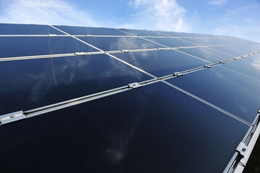 Primera planta solar fotovoltaica flotante conectada a red en España